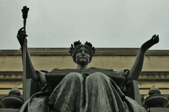 statue-216108_1280