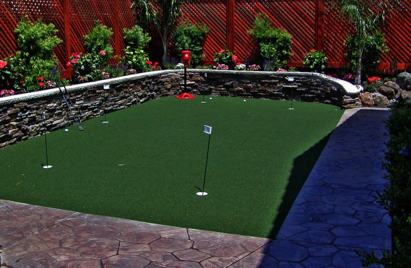 putting greens and artificial grass