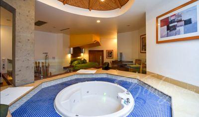 HotelVillasTikal