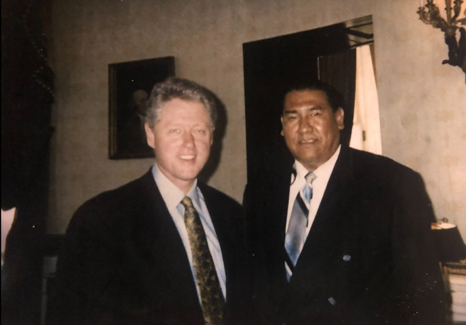 ClintonSurveyor1997whiteHouse