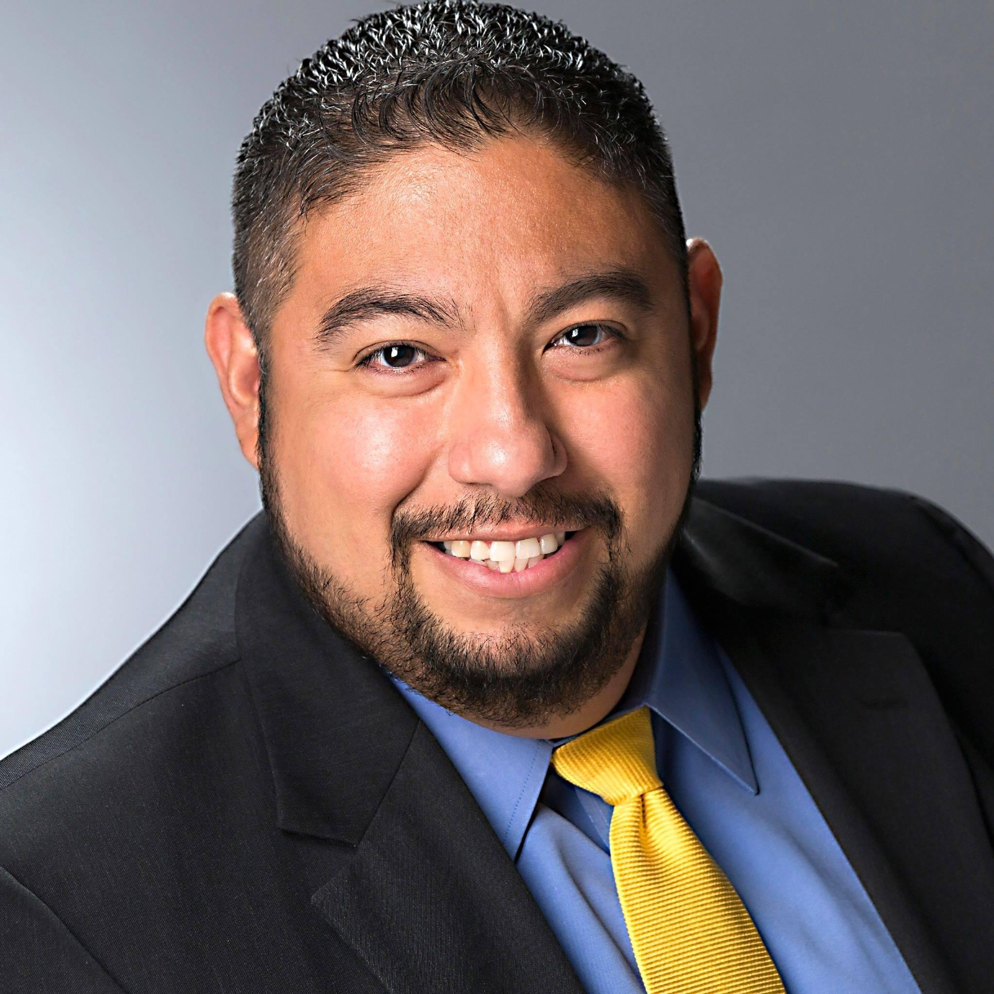 Robert Ruiz headshot 3