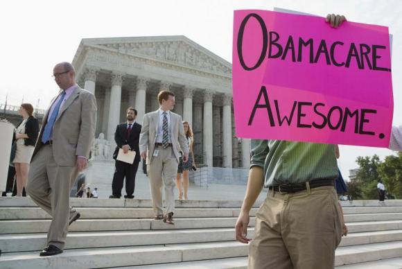 Supporters of the Affordable Healthcare Act gather in front of the Supreme Court. (REUTERS/Joshua Roberts)