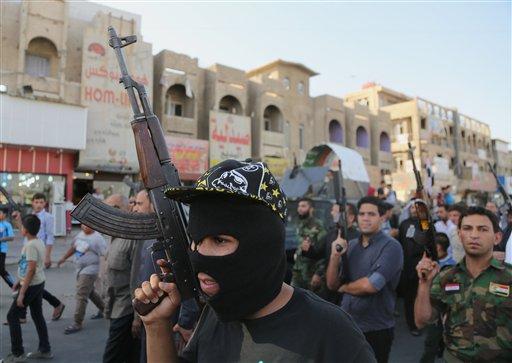 Shiite tribal fighters  (AP Photo/ Karim Kadim)