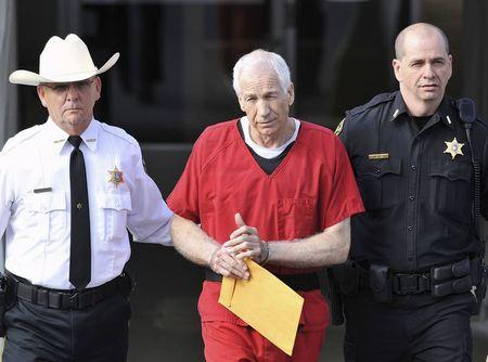 Jerry Sandusky (C).  (REUTERS/Pat Little)