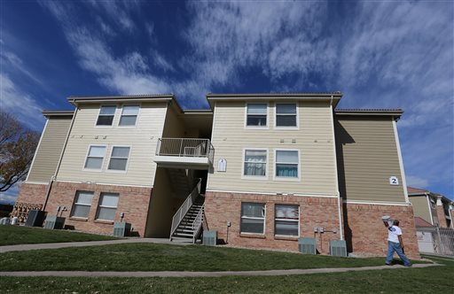 The apartment building in Aurora, Colo., which police say is the home of two of the three teenage girls who, according to U.S. authorities, were en route to join the Islamic State group in Syria  (AP Photo/Brennan Linsley)