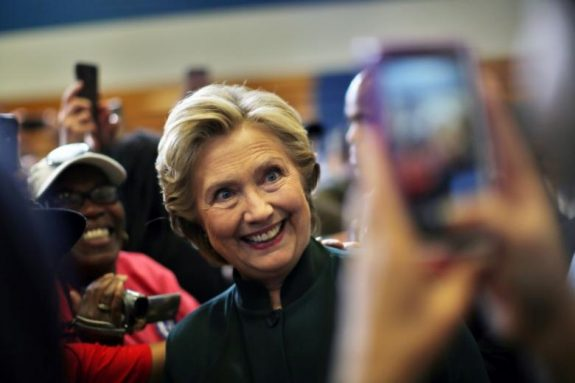 U.S. Democratic presidential nominee Hillary Clinton poses for a picture during a campaign event in Cleveland, Ohio U.S., October 21, 2016. REUTERS/Carlos Barria