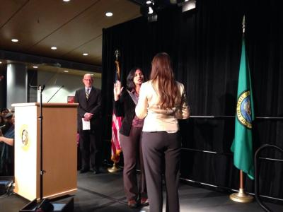 Sawant takes the oath of office from Washington State Labor Council Vice President Nicole Grant (Image: @Ed_Murray_Mayor)