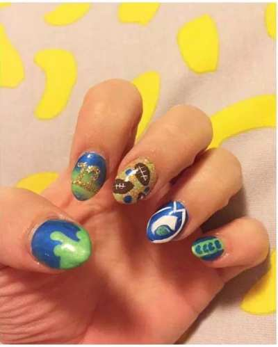 """""""@breakingnailz at #badwillmarket this coming Sunday November 15th from noon to 5pm! Grab a drink, get your shop on, and your nails did!"""""""