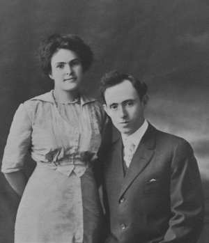 1913-11-26 Nicholas Kootros and Kitty Wheeler Wedding Portrait