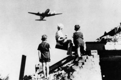 EXHIBITION: 70 YEARS OF BERLIN AIRLIFT @ Goethe Pop Up Seattle