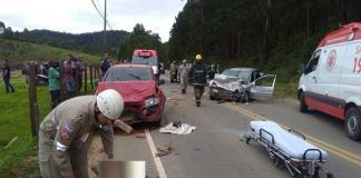 A colisão envolveu um Fiat Strada, um Honda Civic e um Corsa, por volta das 7h30 da manhã desta segunda feira (5)