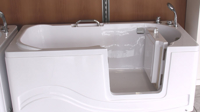 une baignoire a porte pour personnes agees dependantes source de l image http