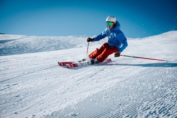 ski winter snow: sustainable ski holiday