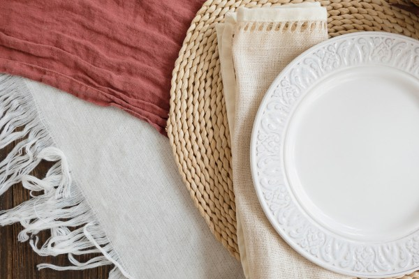 rustic tableware tablecloth: Tips For A Rustic Home