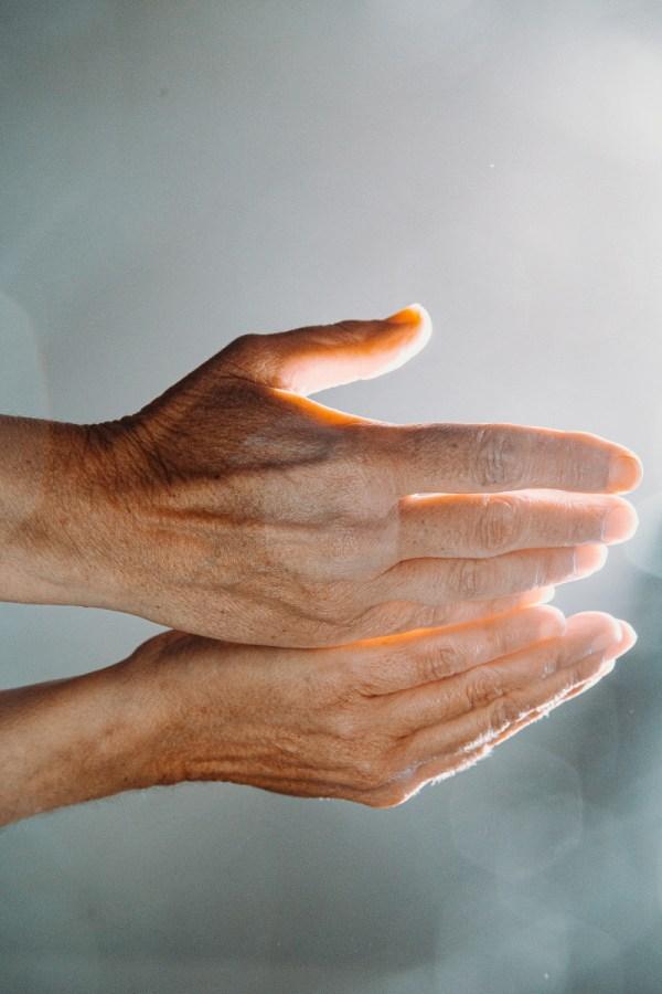 hands reiki energy