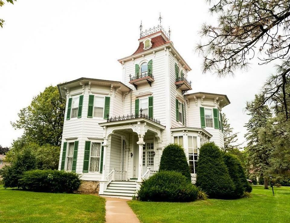 1875 Italianate Victorian For Sale In Sparta Wisconsin