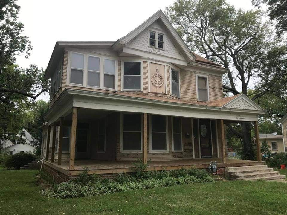 1900 Fixer Upper In Independence Kansas — Captivating Houses