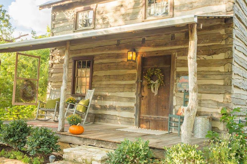 1800s Log Cabin In Fredericksburg Texas — Captivating Houses
