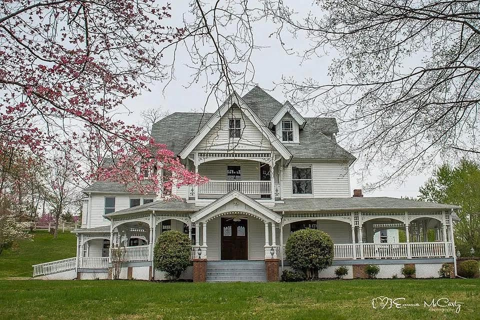 1900 Victorian For Sale In La Follette Tennessee