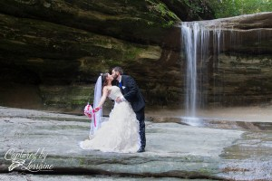 starved-rock-wedding-photo-waterfall