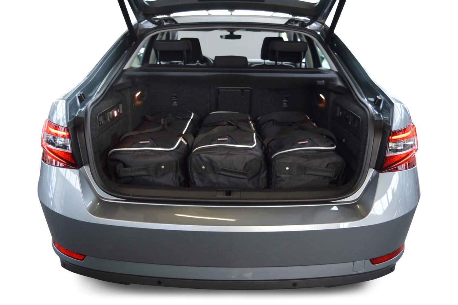 hight resolution of skoda superb iii 3v 2015 present 5d car bags travel bags