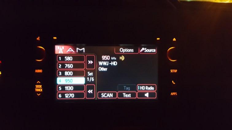 Toyota Yaris Entune creen nightime