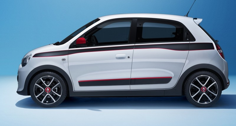 All-New Renault Twingo Packs Rear Engine, Four Doors and Cute New Style 13