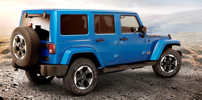 Car-Revs-Daily.com -- Buyers Guide to 2014 JEEP Wrangler Trims, Tops and Doors 112