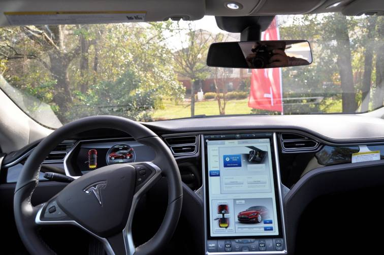 2014 TESLA Model S 85 -- Road Test Video Review -- 1500-words -- 250 Images -- Smooth Power, Great Dynamics, Unequivocal EV Brilliance 10