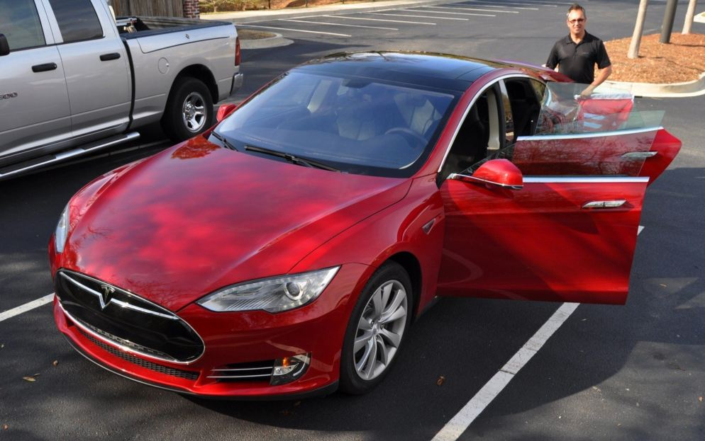 2014 TESLA Model S 85 -- Road Test Video Review -- 1500-words -- 250 Images -- Smooth Power, Great Dynamics, Unequivocal EV Brilliance 22
