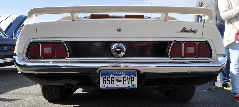 Car-Revs-Daily.com 1972 Ford Mustang Convertible 13