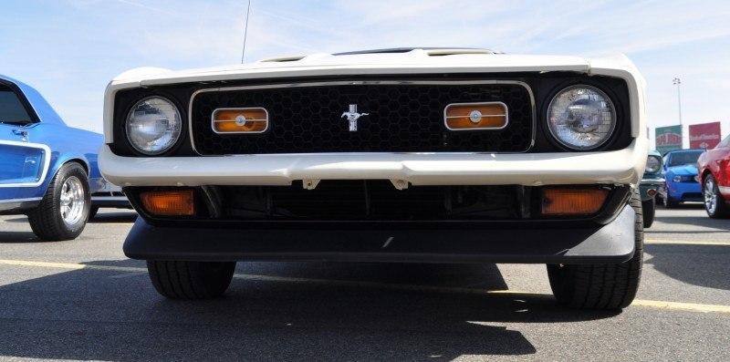 Car-Revs-Daily.com 1972 Ford Mustang Convertible 5