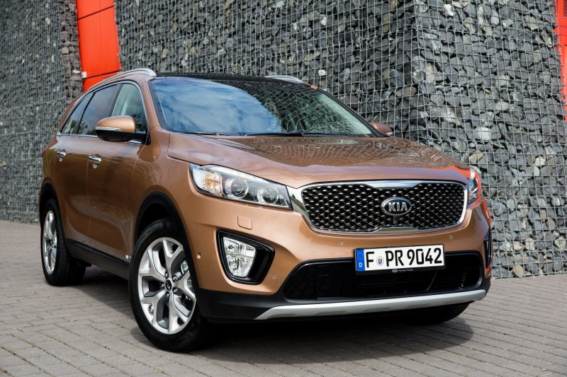 2016 Kia Sorento Debuts in Paris With Jaguar-Baiting Style at Ford Prices 33