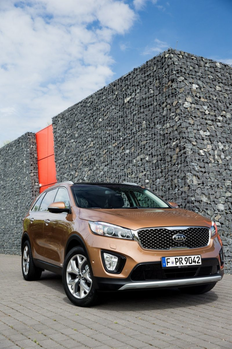 2016 Kia Sorento Debuts in Paris With Jaguar-Baiting Style at Ford Prices 34