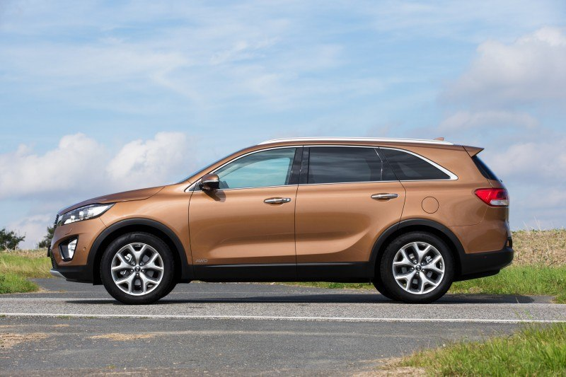 2016 Kia Sorento Debuts in Paris With Jaguar-Baiting Style at Ford Prices 37