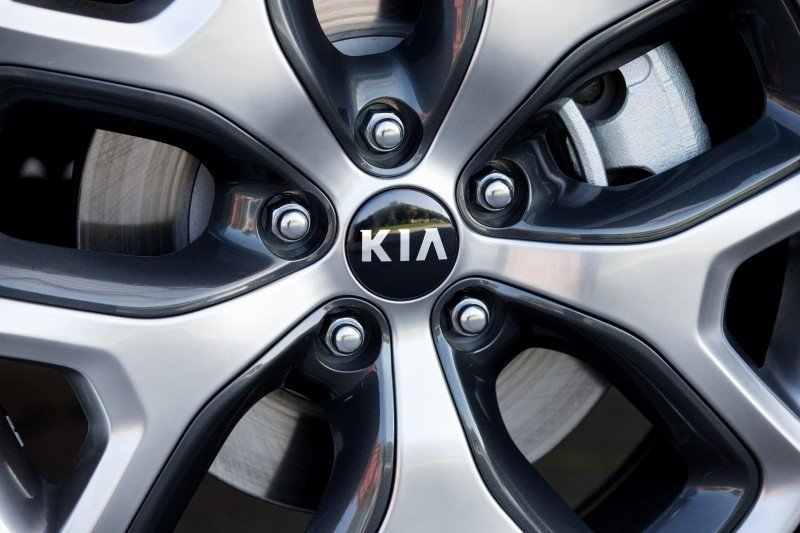 2016 Kia Sorento Debuts in Paris With Jaguar-Baiting Style at Ford Prices 5