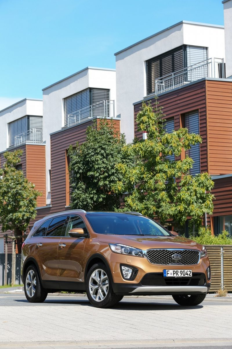 2016 Kia Sorento Debuts in Paris With Jaguar-Baiting Style at Ford Prices 52