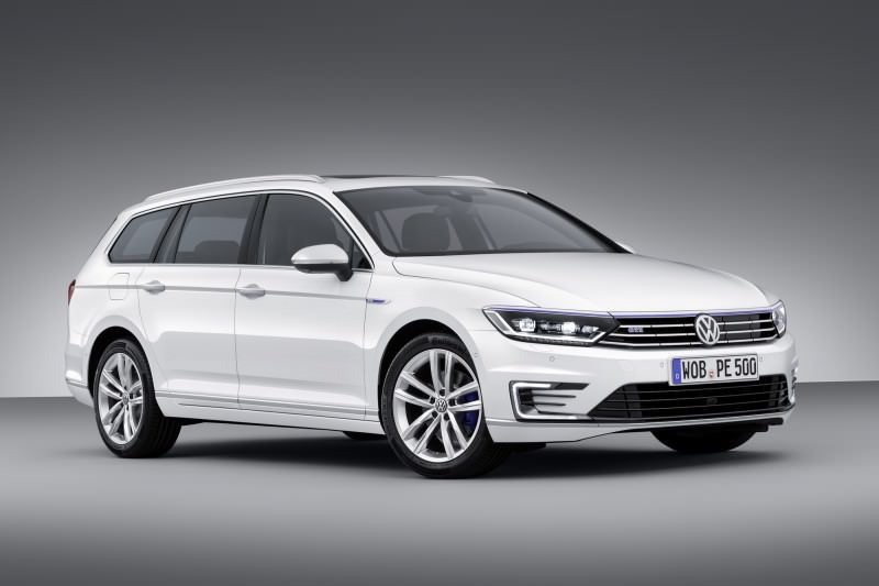 New Volkswagen Passat GTE plug-in hybrid makes Paris debut-59271
