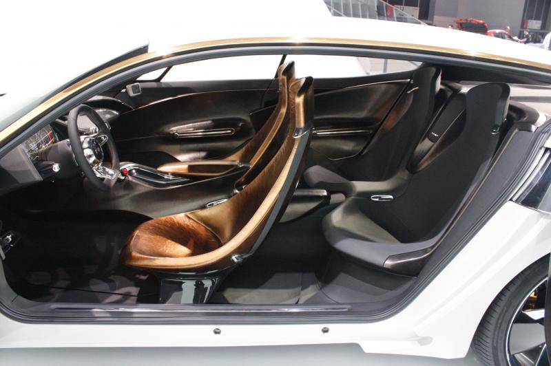 2011 Kia GT 39