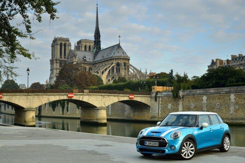 2015 MINI Cooper 5-Door in Postcard-Worthy Trip Around The City of Light 11