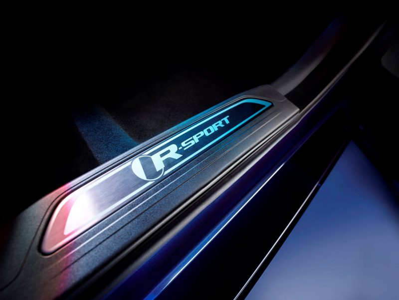 2016 Jaguar XE 38
