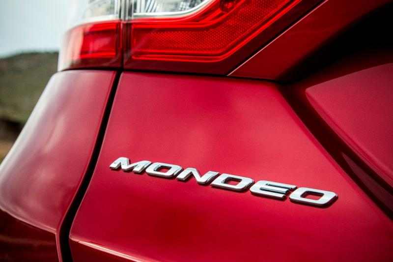 All-new Ford Mondeo debuts Pedestrian Detection; new engines and reduced weight deliver enhanced efficiency -59587