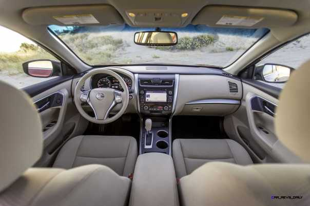 The 2015 Nissan Altima is not only Nissan's best-selling vehicle but also one of the top-selling cars in the United States - thanks to its distinctive exterior and interior design, rewarding driving experience and innovative, driver-focused technology.