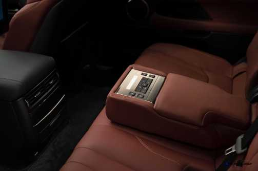 2016 Lexus LX570 29