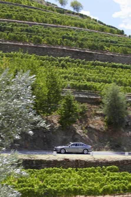 2016 BMW 750Li Exterior Photos 123