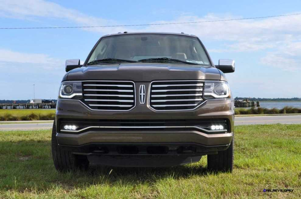 HD Road Test Review - 2015 Lincoln NAVIGATOR 4x4 Reserve 6