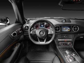 Mercedes-AMG SL 63, Polsterung: Leder schwarz, Zierteile: AMG Carbon Mercedes-AMG SL 63, leather black, trim: AMG carbon