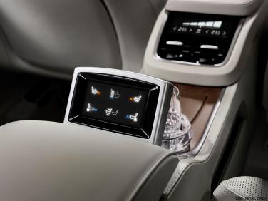 180557_Volvo_XC90_Excellence_interior