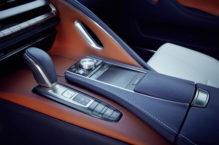Lexus_LC_500h_023_122EFD0EDF0C360BF75E0E0D9315464400858EAD