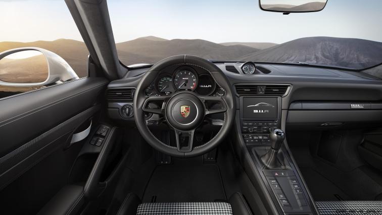 2017 Porsche 911R 7